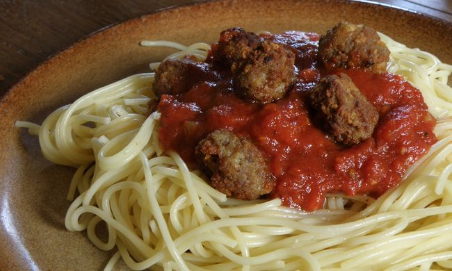 Kint hagyta a pulton a spagettit, miután megette, borzalmas dolog történt