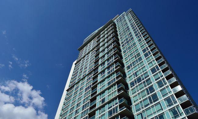 Dráma a lakótelepen: kiugrott a 15. emeletről egy kislány, mert nem volt kész a házi feladata