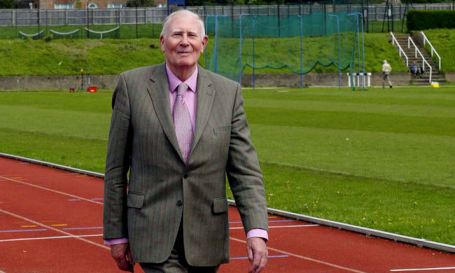 Családja közölte: otthonában hunyt el a rekorder sportoló