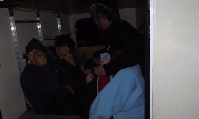 A rendőrök is elképedtek, amikor ellenőrizték a lakókocsit a határon