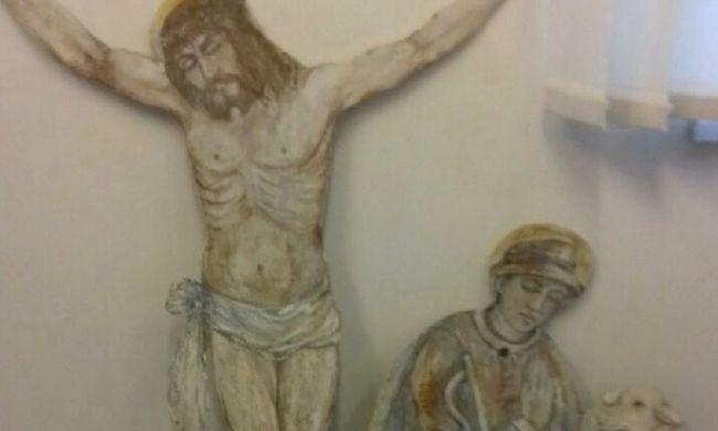 Meggyaláztak egy egyházi szobrot, ezt tette a három fiatal