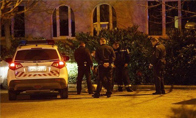 19 éves férfi rontott be fegyverrel a dohányboltba, kivonult a rendőrség - fotó