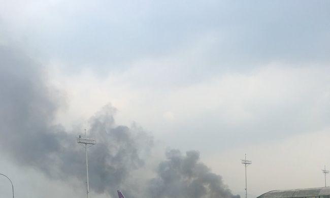 Most érkezett: légi katasztrófa történt, repülőtérbe csapódott egy gép