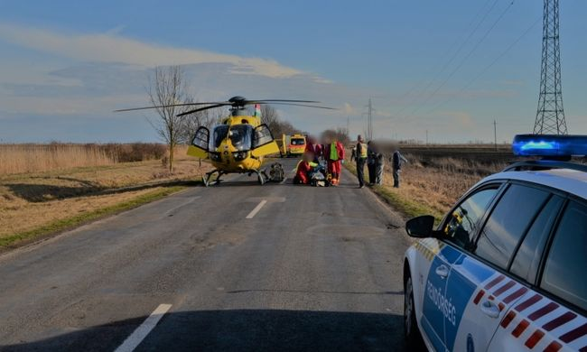 Mentőhelikoptert riasztottak: vízzel teli árokba borult egy nő Püspökladányban, újraélesztették