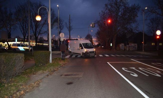 Zebrán történt a gázolás, súlyosan megsérült a gyalogos - fotó