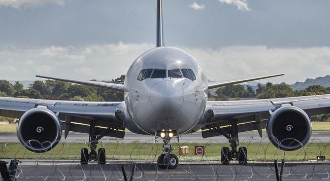 Súlyos baleset a reptéren: két gép ütközött a kifutópályán