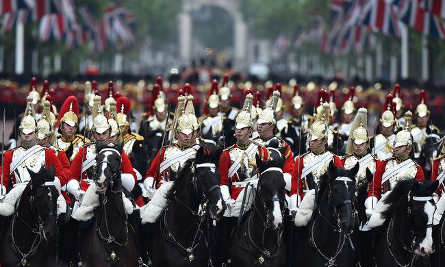 Botrány a királyi udvarban: Harry herceg vendégeit drog miatt dobták ki