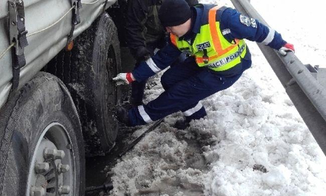 Bajba jutott külföldin segítettek az autópályán a magyar rendőrök