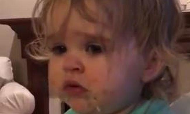 Az anyuka csak nevetett: így járt a kisgyerek, aki megkóstolta a wasabit - videó