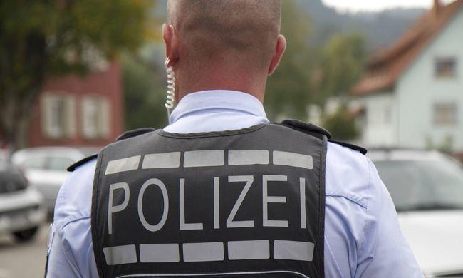 Rendkívüli állapotot hirdettek: 80 machetés migráns jelent meg Duisburg belvárosában