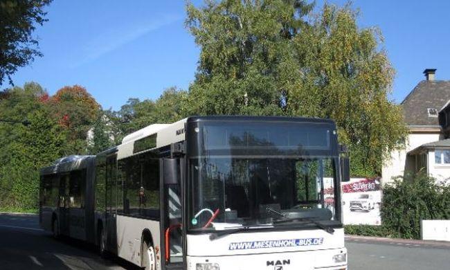 Agyba-főbe verték a buszsofőrt a részeg migránsok