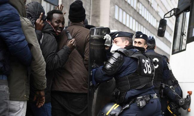 Összecsaptak a rendőrökkel a migránsok: félnek a német emberek