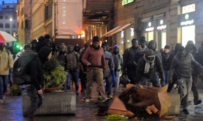 Szétverték a migránsok Firenze gyönyörű óvárosát: itt a videó