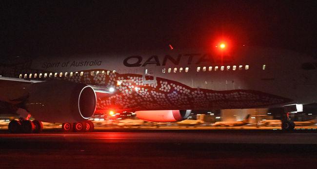 Kísérleteztek az utasokon: 17 órát ültek egyhuzamban a repülőn