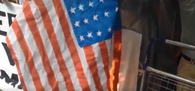 Saríát követeltek a migránsok, elégették az amerikai zászlót Londonban