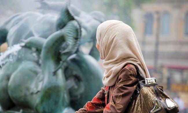 Bekeményített az osztrák kormány: tilos a fejkendő viselése az iskolákban
