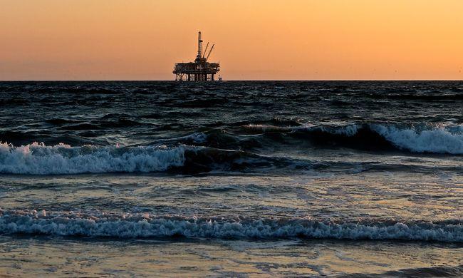 Katasztrófa a tengeren: többen életüket vesztették a lángoló olaj miatt