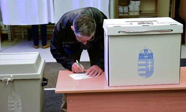 Megnyitottak a szavazókörök, megkezdődött a választás