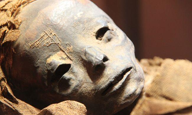 Elborzadtak a templom látogatói: ellopta valaki a 800 éves múmia fejét