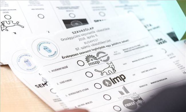 Epilepsziás rohamot kapott egy szavazó, az elnökhelyettes ujjából leszakadt egy darab