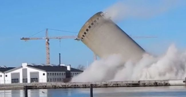 Súlyos hiba csúszott a számításokba: rossz irányba dőlt le a város tornya - videó