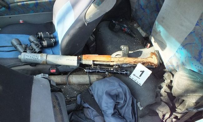 Fegyverrel pakolta meg az autóját a nyírmeggyesi férfi, részegen futott a rendőrökbe