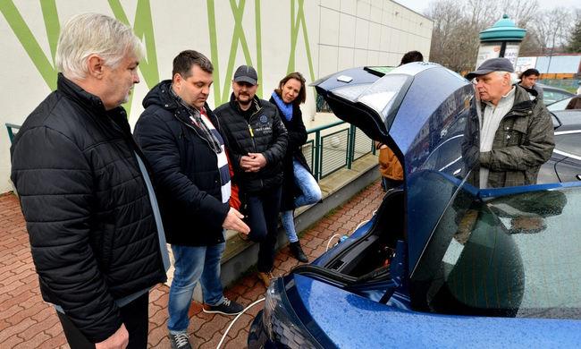 Nagy siker volt a szegedi villanyautós találkozó