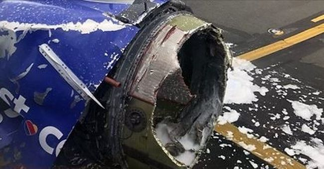 A levegőben repült le egy darab a gépről, meghalt egy utas
