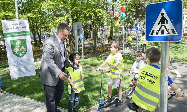Kerékpáros KRESZ-pálya nyílt a II. kerületben
