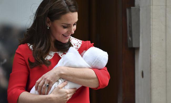 Gyönyörű fotó jött a királyi családról, lezajlott Lajos herceg keresztelője