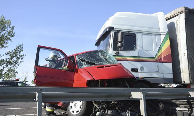Megrázó fotók érkeztek a reggeli halálos balesetről