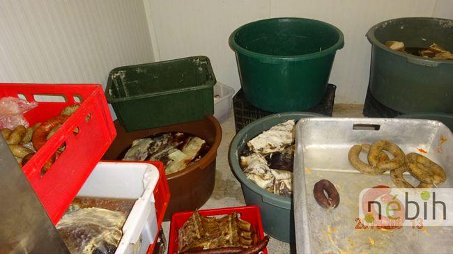 Undorító állapotok Pest megyében, két tonna jelöletlen állati mellékterméket vontak ki a forgalomból