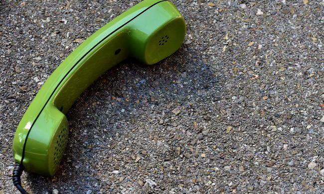 Tetőn rekedt papucs miatt is telefonálnak a 112-re: a valódi vészhelyzetek megoldásától veszik el az időt