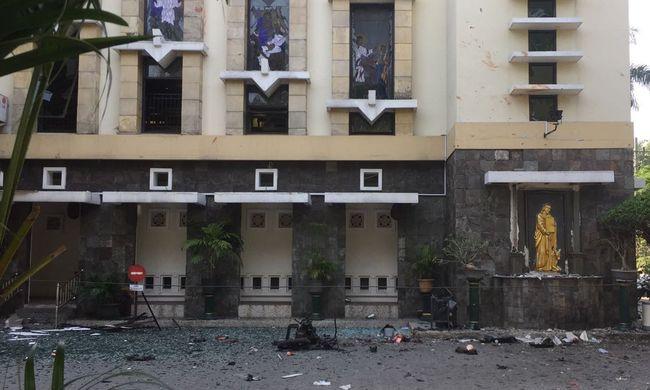 Így néz ki az indonéziai terrortámadás helyszíne - megrázó helyszíni fotók