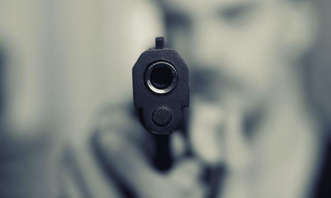 Gyereke szeme láttára rántott fegyvert egy budapesti férfi