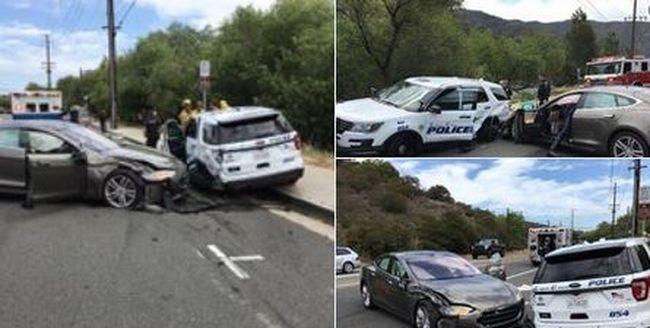 Óriási csattanás hallatszott, rendőrautónak hajtott az önvezető autó