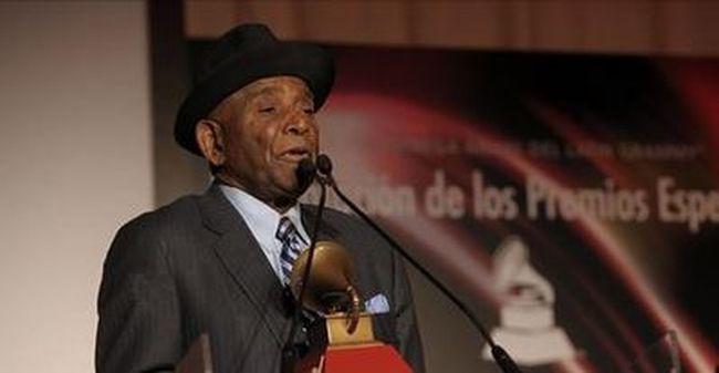 Szörnyű hír jött: elhunyt a sikeres énekes, vérrákban szenvedett