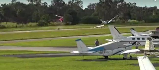 Durva videó jött: helikopter és repülő ütközött a levegőben