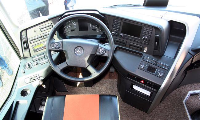 Luxus mindenek felett - Próbaúton a Mercedes-Benz Tourismo és a Setra 513 DT