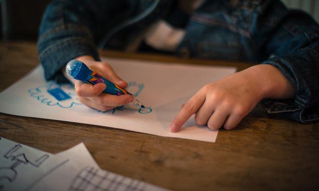 Dagad a botrány, lefoglalta a rendőrség az orosz iskolások rajzait