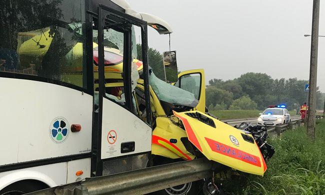 Szörnyű hír jött: meghalt a mentőápoló, aki a szolnoki baleset után kómába esett