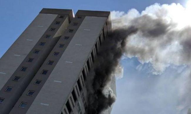 Készültség Londonban, ismét kigyulladt egy társasház - rengeteg tűzoltó a helyszínen