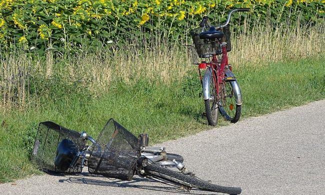 Elgázoltak egy 14 éves biciklist-fotók