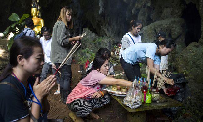 Tragédia történt, meghalt az orvos apja, miközben ő a barlangban rekedt gyerekeket mentette