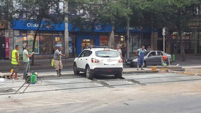Hihetetlen jelenet Budapesten, ezt művelte az ügyetlen sofőr