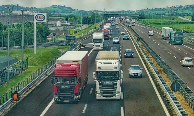 Fél évig tartott a nyomozás: 132 kamiont foglalt le a NAV egyszerre, több milliárdos csalást lepleztek le