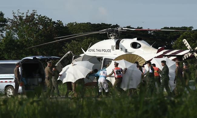Egy percig sem vártak, a filmesek lecsaptak a thaiföldi barlangban rekedt gyerekekre