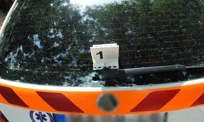 Botrány Budapesten, ezt tette egy dühöngő férfi a mentőautóval a nyílt utcán