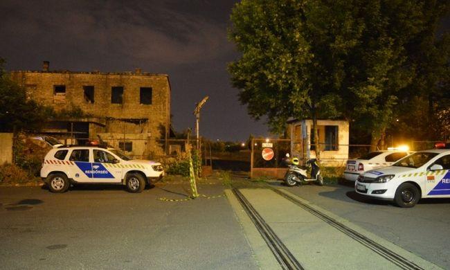 Egy évig senkit sem zavart a benzinkút mögötti autó, aztán jött két budapesti fiatal