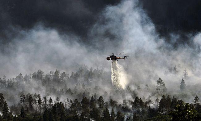 Helikoptereket küldtek a tűzhöz, már a katonaság is küzd a lángokkal